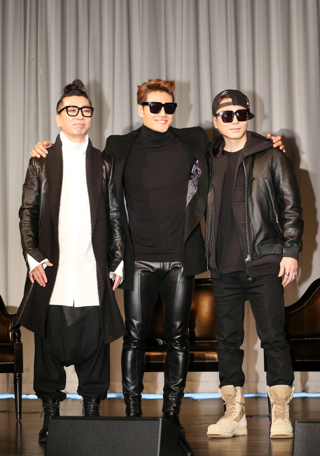 Members of the '90s band Turbo pose during a press conference at the Riverside Hotel in Seoul on Friday. (Yonhap)