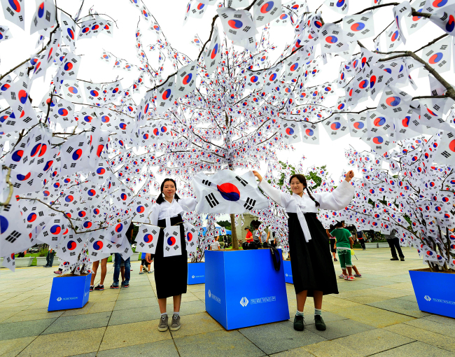 A Korean flag decoration marks the 70th anniversary of Korea's independence from Japan. (IHK)