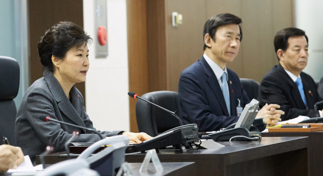President Park Geun-hye presides over a National Security Council meeting at Cheong Wa Dae on Wednesday. (Yonhap)
