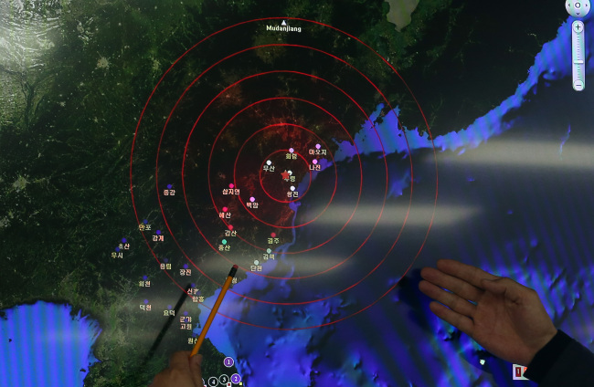 The Korea Meteorological Administration shows the epicenter of the artificial earthquake believed to have been caused by North Korea's nuclear test on a map during a press briefing in Seoul, Wednesday. (Yonhap)
