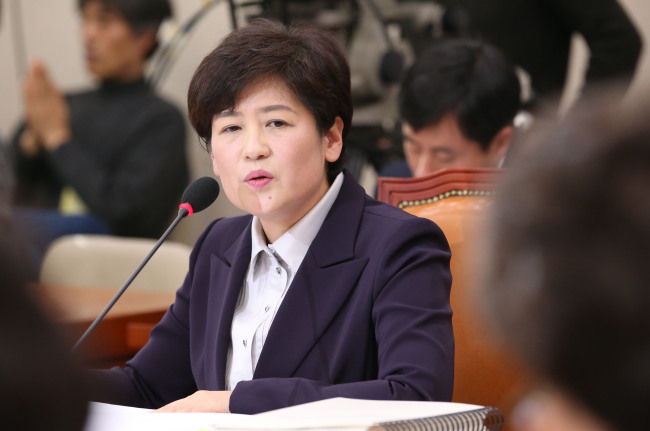 Gender Minister nominee Kang Eun-hee speaks during her confirmation hearing at the National Assembly in Seoul on Thursday. Yonhap
