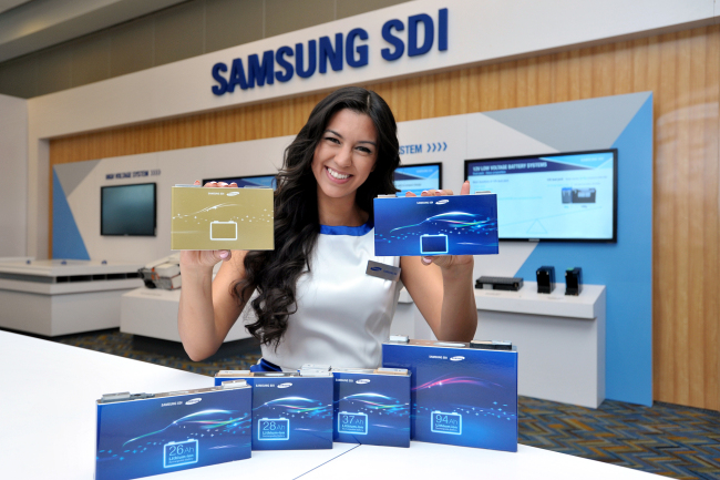 A model poses with Samsung SDI's battery cells to be displayed at the North American International Auto Show, which kicked off in Detroit on Monday.(Samsung SDI)