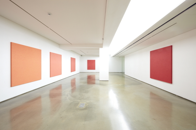 "Exhibition view of ""Width"" paintings by Park Ki-won (313 Art Project)"