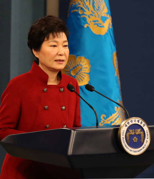 President Park Geun-hye delivers a speech in her New Year's press conference, held at Cheong Wa Dae, Wednesday. Yonhap
