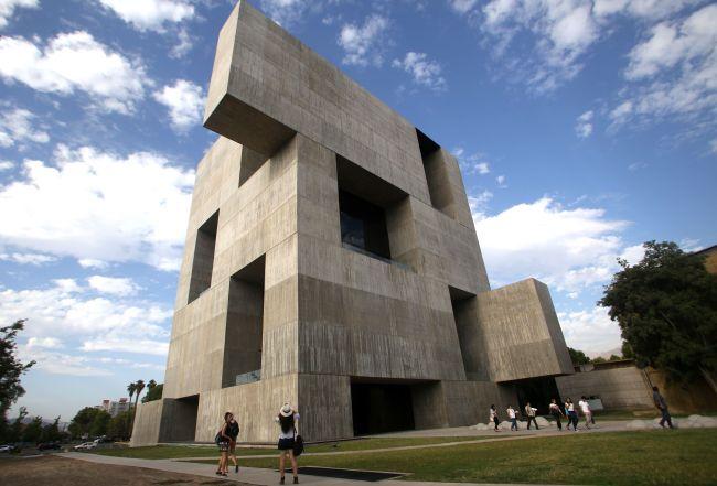chilean architect alejandro aravena wins pritzker prize. Black Bedroom Furniture Sets. Home Design Ideas