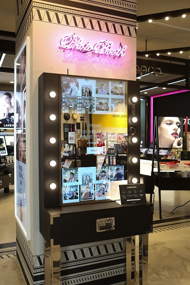 "A photo booth at an Aritaum ""Omni-store"" (AmorePacific)"