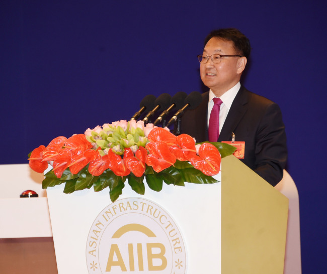 Finance Minister Yoo Il-ho delivers a congratulatory speech at the AIIB's meeting in Beijing on Saturday. (Ministry of Strategy and Finance)