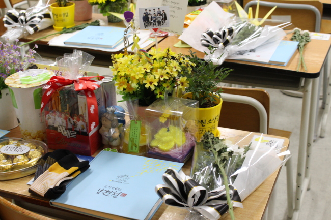 This photo shows the desk of Nam Hyeon-cheol, who remains missing from the Sewol accident. (Yoon Min-sik/The Korea Herald)