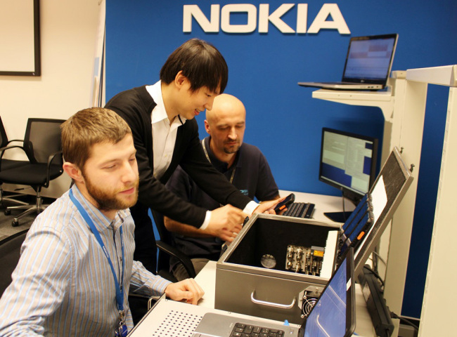 Technicians from SK Telecom and Nokia run a test trial of the group communication system. (SKT)