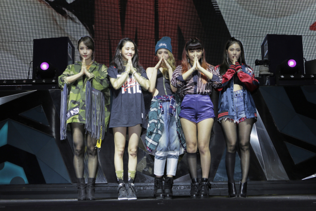 4minute poses for press at Club Octagon in Seoul on Monday. (CUBE Entertainment)