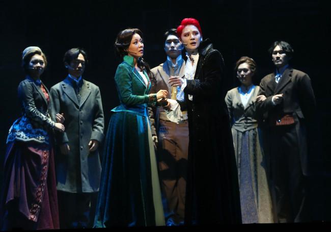 "Kim Jun-su as the lead in the musical ""Dracula."" (Yonhap News)"