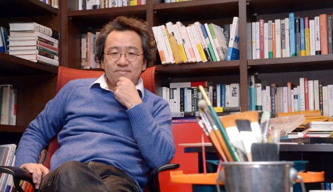 Writer and artist Kim Chung-woon poses at his office in Nonhyeon-dong, Seoul, Jan. 26. (Chung Hee-cho/The Korea Herald)