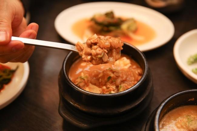 Cheonggukjang as served at Insa-dong Tofu Restaurant (Lee Sang-sub/The Korea Herald)