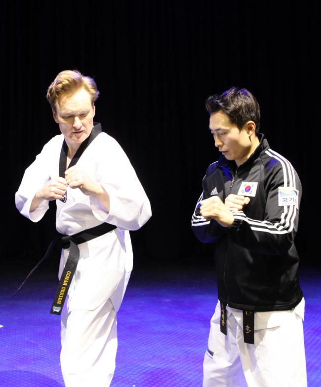 Conan O'Brien learns taekwondo at Kukkiwon, World Taekwondo Headquarters, in Seoul on Wednesday. (Kukkiwon)