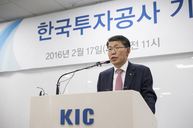 Korea Investment Corp. CEO Eun Sung-soo speaks during a press conference at its head office in Seoul on Wednesday. (KIC)