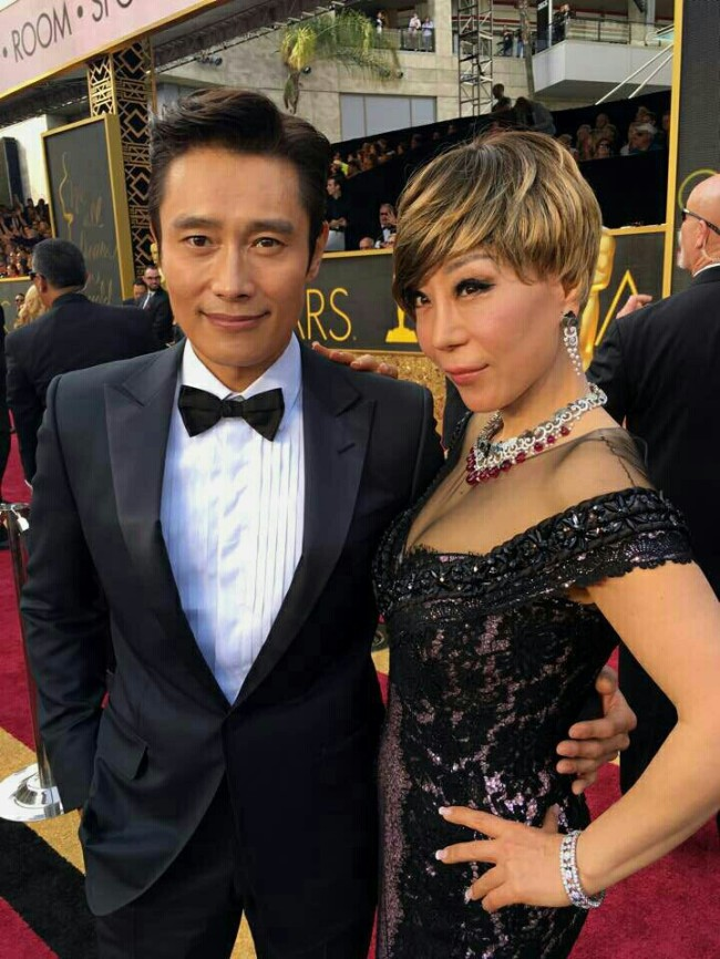 Lee Byung-hun (left) and Jo Su-mi on the red carpet at the 88th Academy Awards in Los Angeles. (Yonhap)