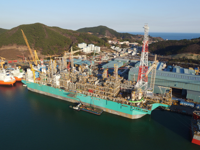 """COMPLETION OF WORLD'S FIRST FLOATING FACILITY — Daewoo Shipbuilding and Marine Engineering hold a naming ceremony last week after completing the building of the world's first floating LNG facility at its Okpo shipyard, South Gyeongsang Province. The shipbuilder will deliver the offshore LNG plant """"PFLNG SATU"""" to Petronas, Malaysia's state-run petroleum company, next month. DSME"""