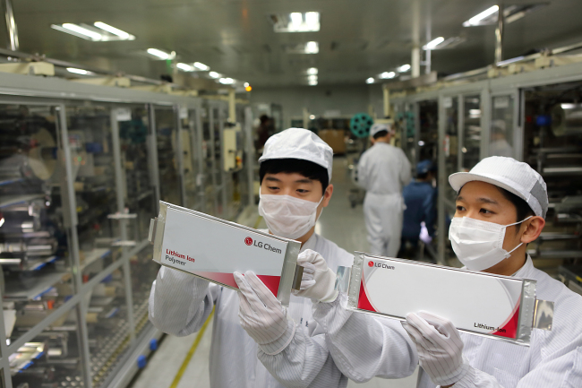 LG Chem workers check the pouch-type lithium-ion battery cells manufactured at the firm's production lines at Ochang Plant 1, in Ochang, North Chungcheong Province. (LG Chem)
