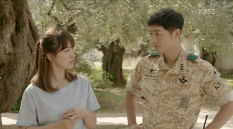 "Song Hye-kyo (left) and Song Joong-ki star in KBS2 TV drama series ""Descendants of the Sun."" (KBS)"