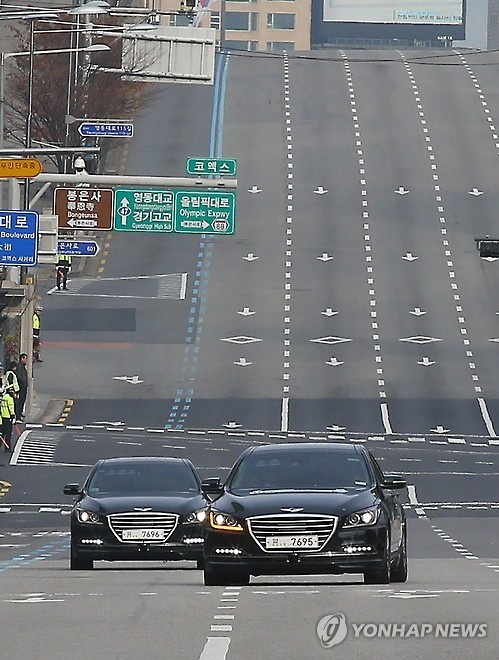 Hyundai tests its self-driving car, based on the Genesis sedan, in November 2015. (Yonhap)