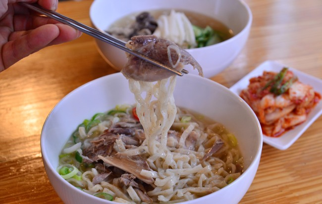 """Noodles flecked with """"mi gang,"""" finely textured rice bran, are used in """"kalguksu,"""" Korean noodle soup, and """"chogyeguksu,"""" chicken-based cold Korean noodle soup, at Woo Hyung-joon Rice Mill. (Photo credit: Lee Sang-sub/The Korea Herald)"""