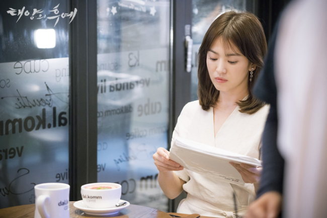 "Song Hye-kyo rehearses her lines for a scene in ""Descendants of the Sun."" (KBS)"