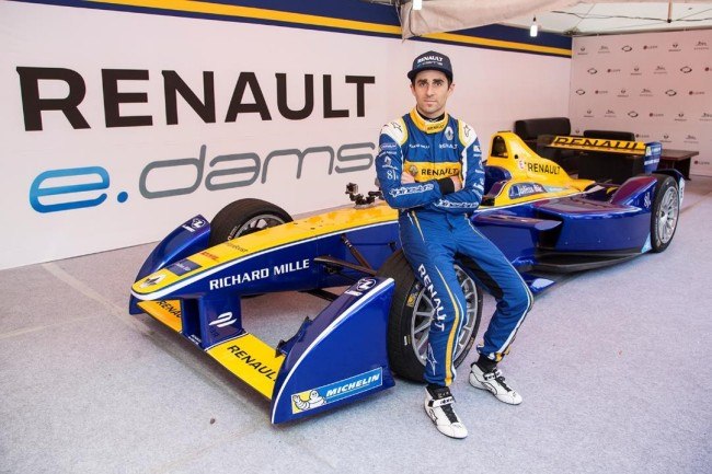 A racing driver poses in front of Renault's electric race car Renault SRT 01E before a test drive Thursday in a downtown area of Jejudo Island.(Renault Samsung)