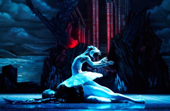 "A scene from the Universal Ballet Korea's upcoming season opener, ""Swan Lake."" (Universal Ballet Korea)"