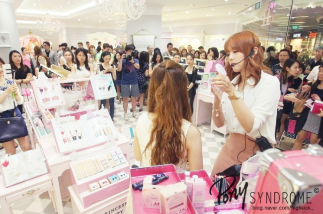 Pony demonstrates makeup application at the Etude House flagship store in Singapore in October 2014. (Pony)