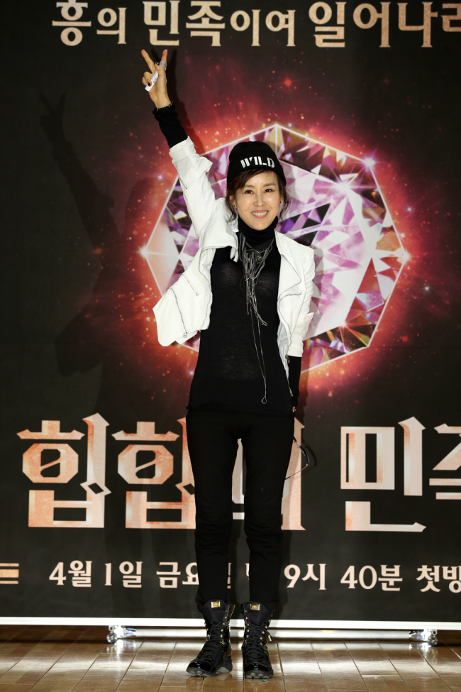 Actress Lee Kyung-jin poses at a press conference at JTBC Digital Theater on Tuesday. (JTBC)