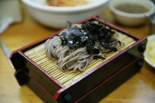 Handmade Buckwheat Noodles (Lee Kyeng-sub)