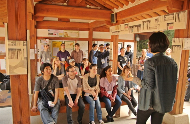 Students of the Literature Translation Academy of Korea's Translation Academy visit a Buddhist temple (LTI Korea)