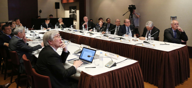 The global leaders of research universities take part in a special session on enhancing the entrepreneurship of the schools as part of the 2016 International Presidential Forum on Global Research Universities, at Grand Hyatt Seoul in central Seoul, Monday. (KAIST)