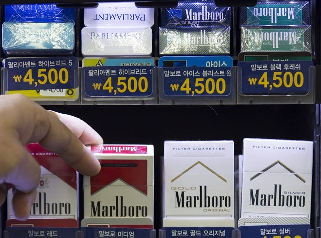 A pack of cigarettes Marlboro cost in Hawaii