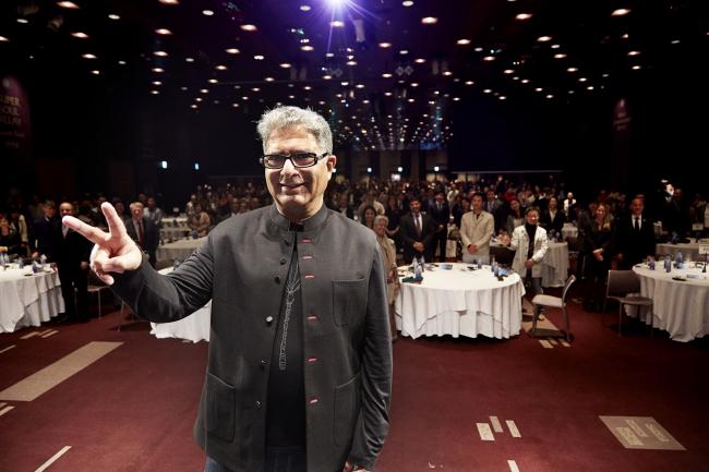 "Doctor, author and alternative medicine motivational speaker Deepak Chopra poses during his ""Super Soul Relay"" lecture, held at the Sheraton Grande Walkerhill in Gwangjin-gu, Seoul, Wednesday. (Ritamville)"