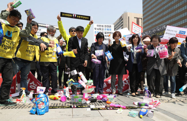 A group of protesters participate in a campaign to boycott Oxy Reckitt Benckiser products calling for corporate punishment for the firms behind toxic humidifier disinfectants during a press conference in Seoul on Monday. (Yonhap)