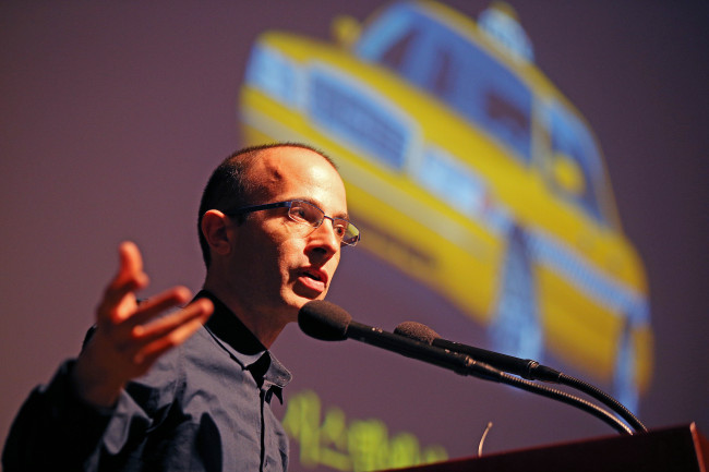 "Yuval Harari, author of ""Sapiens: A Brief History of Humankind,"" speaks at the Korea Press Center on Tuesday (Yonhap)"