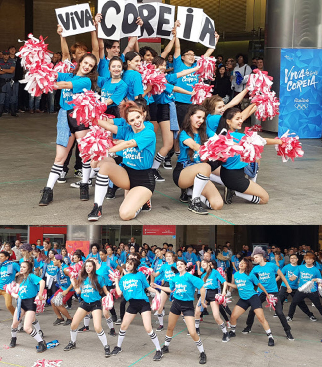 "K-POP IN BRAZIL -- About 200 people, including members of ""Viva Coreia,"" a group of hallyu fans, perform a K-pop flash mob dance in Sao Paulo on April 27, 100 days before the opening of the Rio 2016 Summer Olympics. (Yonhap)"