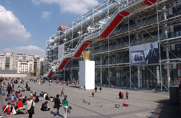 View of the Pompidou Center in Paris (© Photo Philippe Migeat/www.centrepompidou.fr)