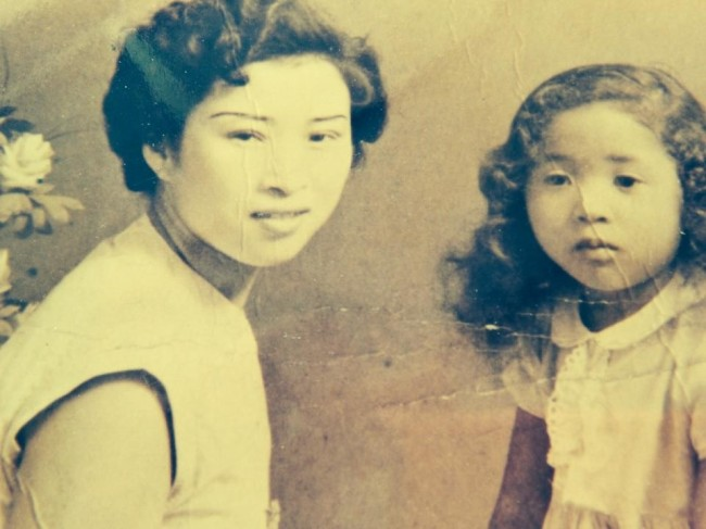 Young Kang Hwa-sim (right) and her Korean mother (left) in Uijeongbu, Gyeonggi Province, in 1954. Her father, an African-American soldier who served during the Korean War, went missing while her mother was pregnant with her. (Kang Hwa-sim)