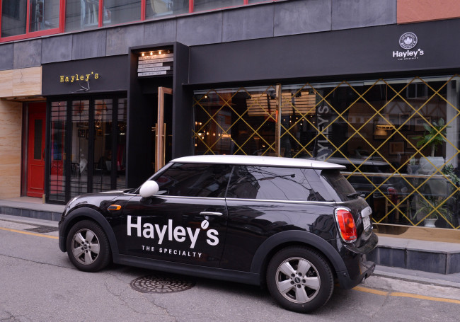 Hayley`s Cafe in Sinsa-dong, Seoul (Lee Sang-sub/The Korea Herald)
