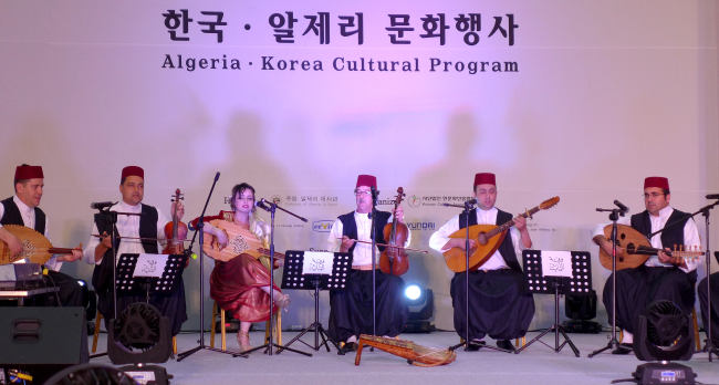 Algerian classical music troupe El Meya -- established in 1994 in Oran -- played folk songs called Andalusian music, whose origins date back to the Islamic period of El Andalus in Spain. (Joel Lee / The Korea Herald)