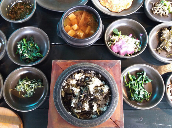 Gondeure bap served in a stone pot (Christine Cho)