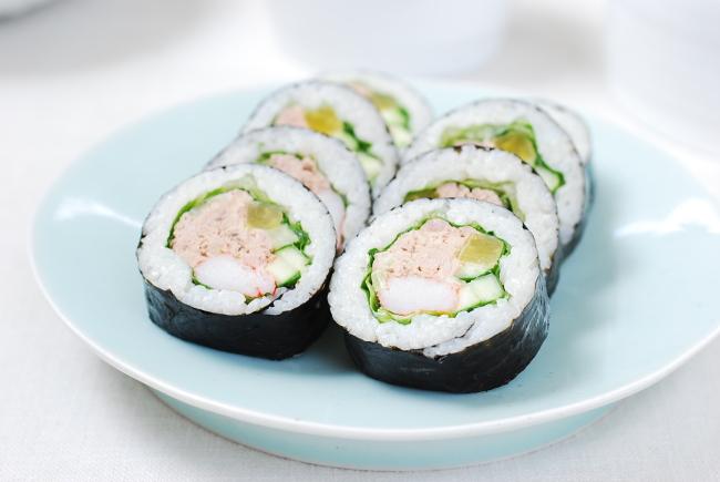 Chamchi (tuna) gimbap (Korean Bapsang)