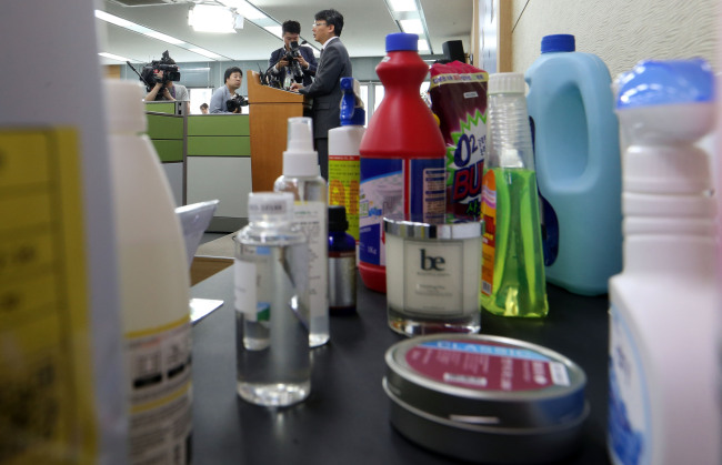 Products that have been banned for sale are displayed during the Environment Ministry's news conference on Tuesday. (Yonhap)