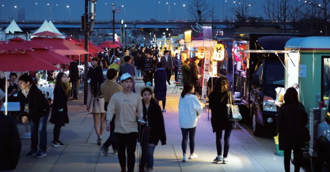 Visit http://love.seoul.go.kr/ for more information on cultural events in Seoul. (Seoul City)