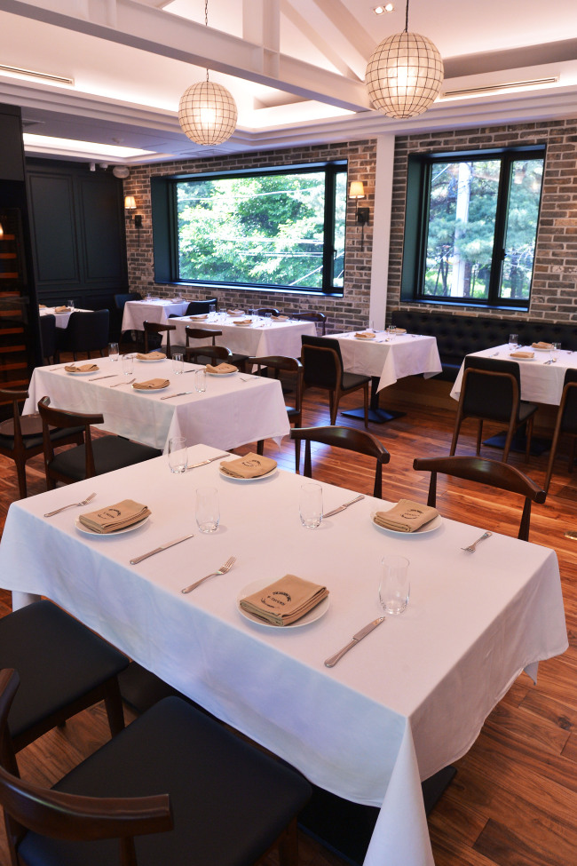 S-Tavern, which opens May 23 in Sinsa-dong, Seoul, features a casual first floor and a more formal second floor, pictured here. (Photo credit: Lee Sang-sub/The Korea Herald)