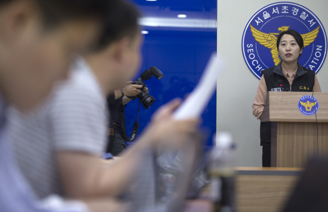 Sergeant Lee Sang-gyeong of the Seoul Metropolitan Police Agency speaks during a press briefing at Seocho Police Station in Seoul on Sunday. (Yonhap)