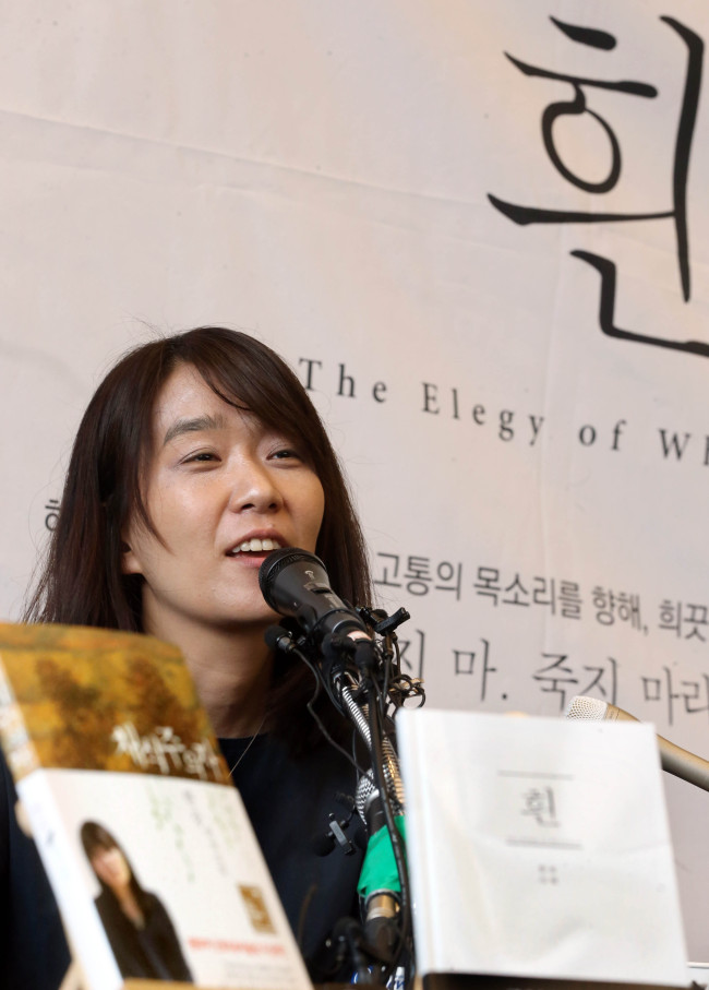 Writer Han Kang speaks to local reporters during a press conference held at Cafe Comma in Seoul on Tuesday. (Yonhap)