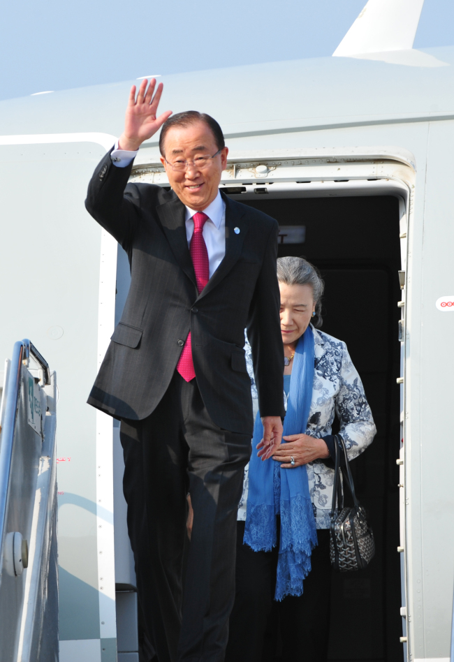 U. N. Secretary-General Ban Ki-moon arrives at Jeju International Airport on Wednesday for his six-day visit to South Korea. Joint Press Corps.